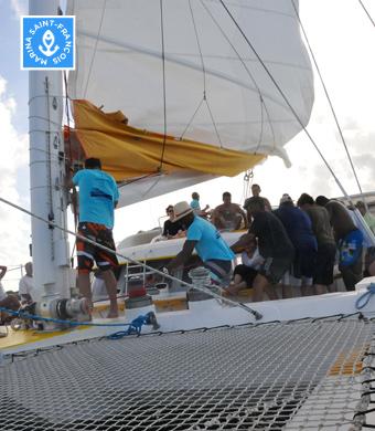 Montage des voiles du catamaran